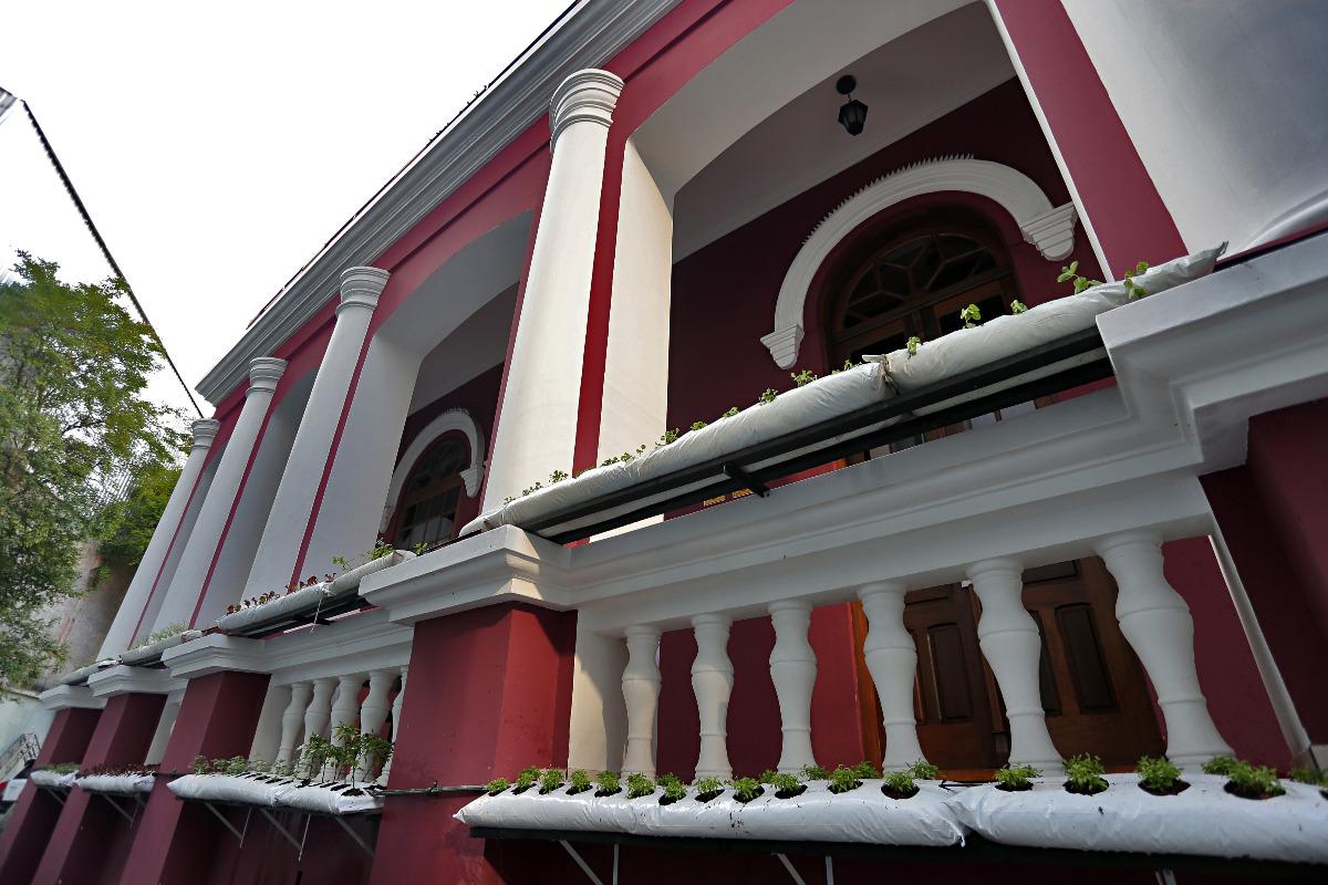 Casarão no centro de Curitiba reabre como restaurante com fazenda urbana e clube de jazz