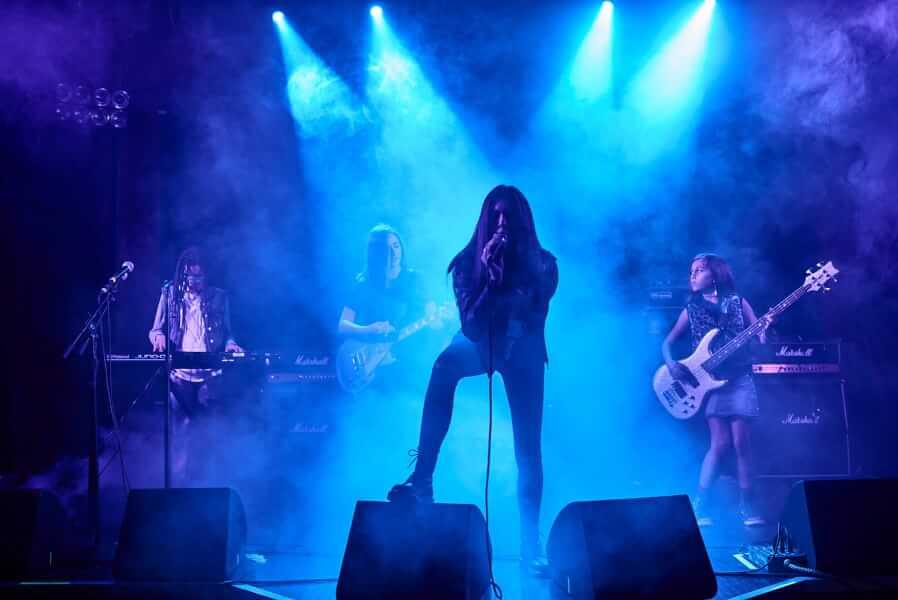 Seu filho pode brilhar no palco do Hard Rock Cafe no Dia Mundial do Rock