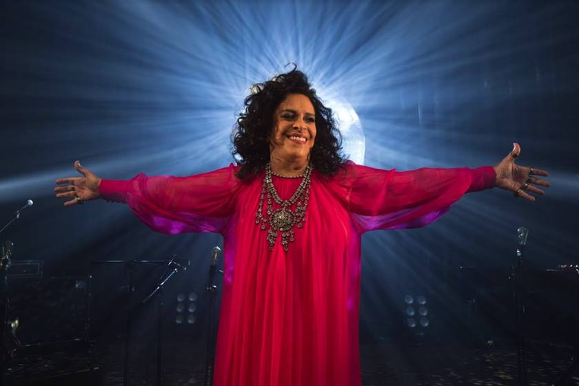 Com novo show e público renovado, Gal Costa volta a Curitiba