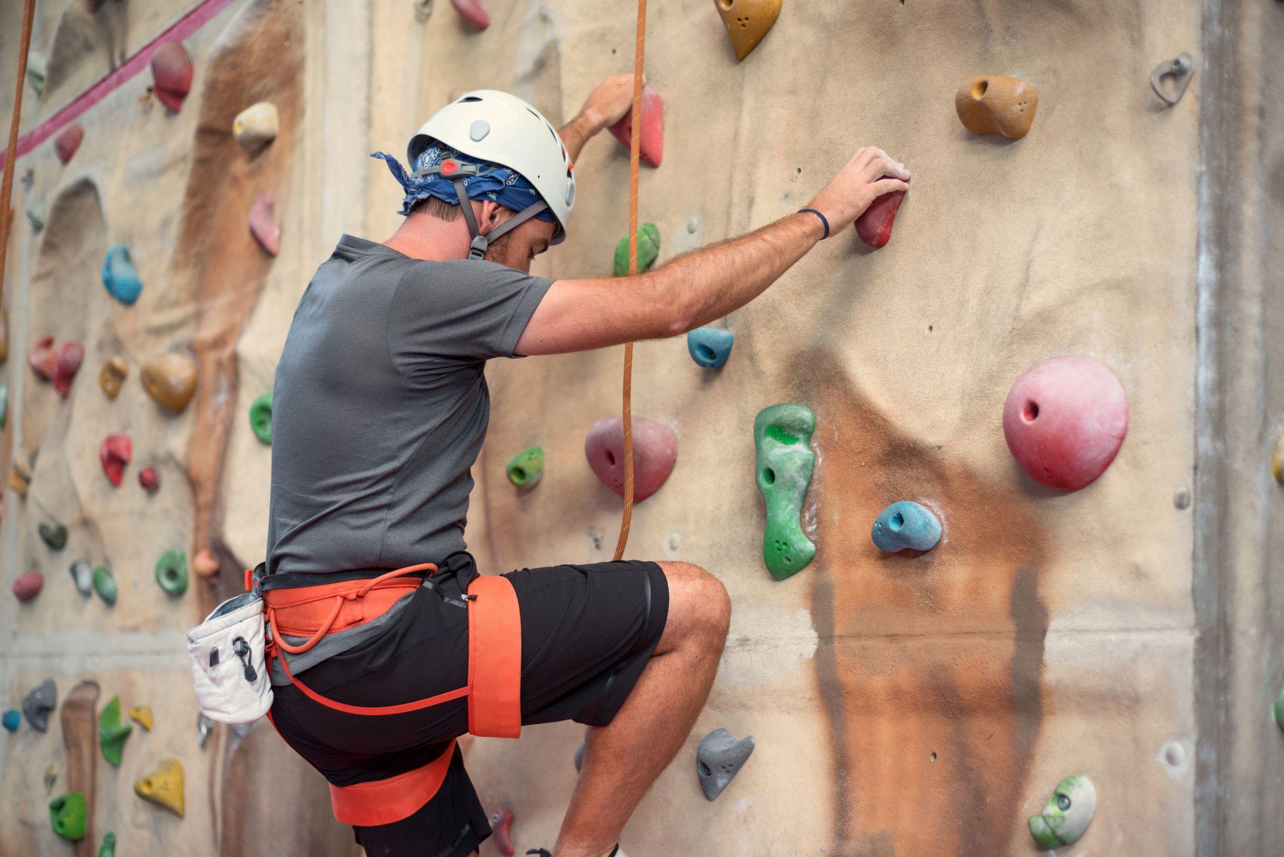 Onde praticar escalada indoor em Curitiba