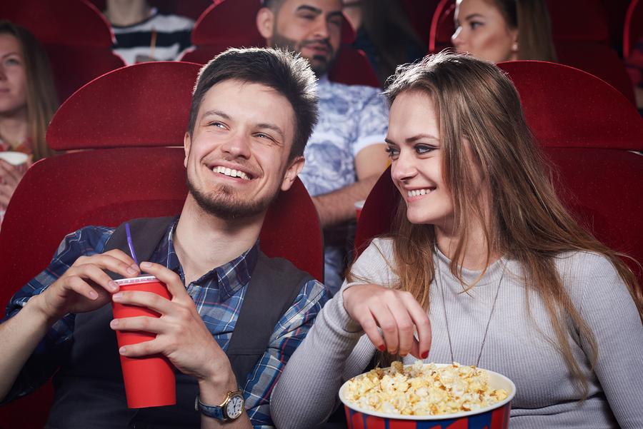 Filme com mozão? As melhores poltronas e cinemas para curtir agarradinho