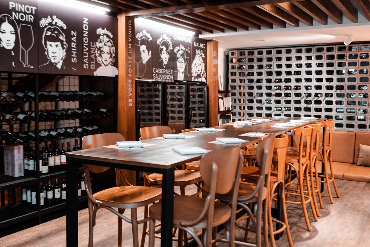 Conheça o  Upstairs, novo wine bar que abre na Praça da Espanha