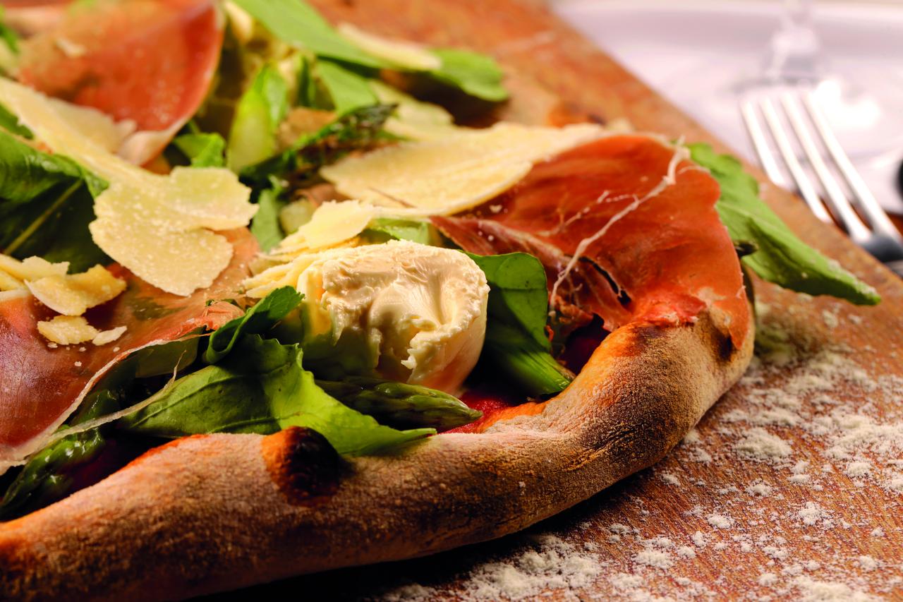 4 restaurantes para jantar na sexta-feira e economizar com os descontos do Clube