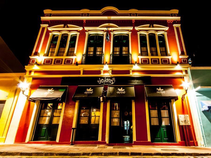 Bar de Curitiba permite fechar andar inteiro para festa privativa