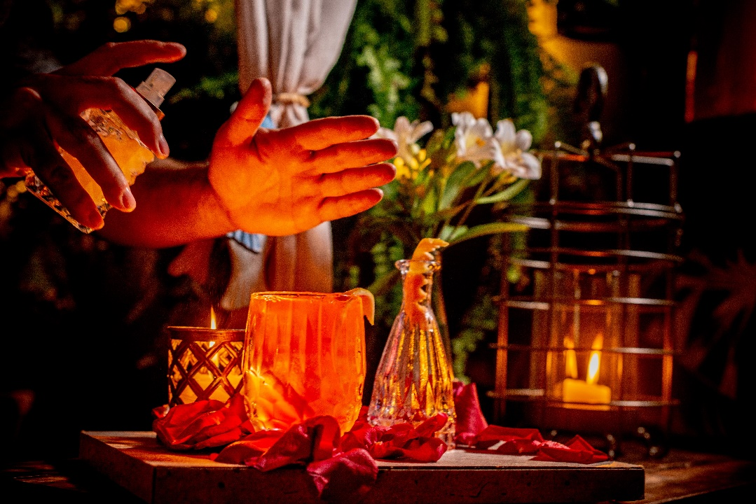 Conheça o bar que serve drinks por meio de rituais
