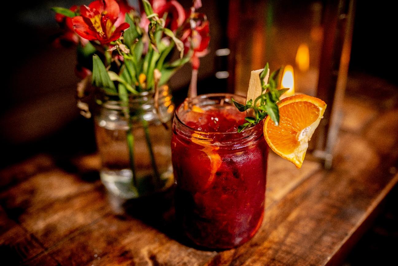 Releitura de caipirinha: Bar em Curitiba serve diferentes preparos da bebida