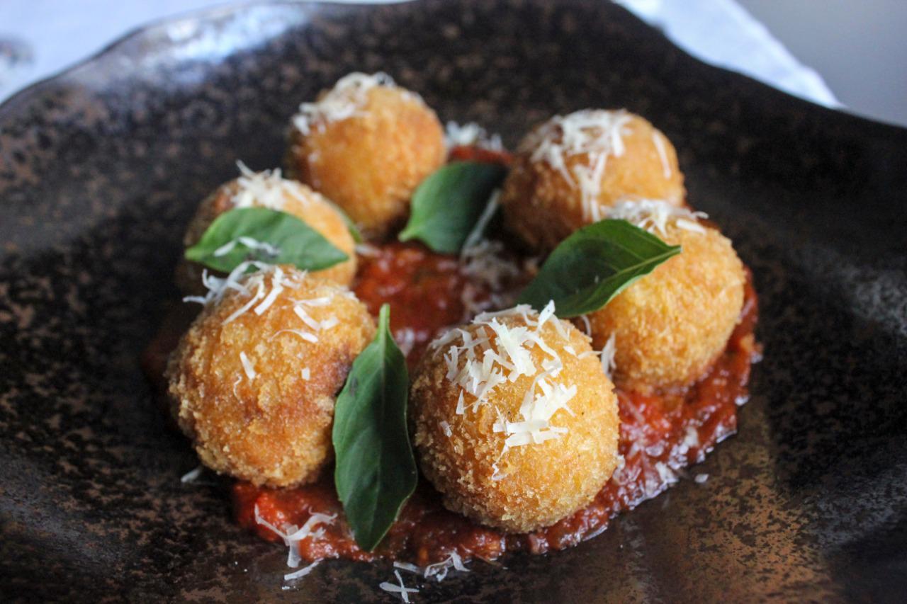 Bolinho italiano: 5 lugares para comer arancini com desconto do Clube