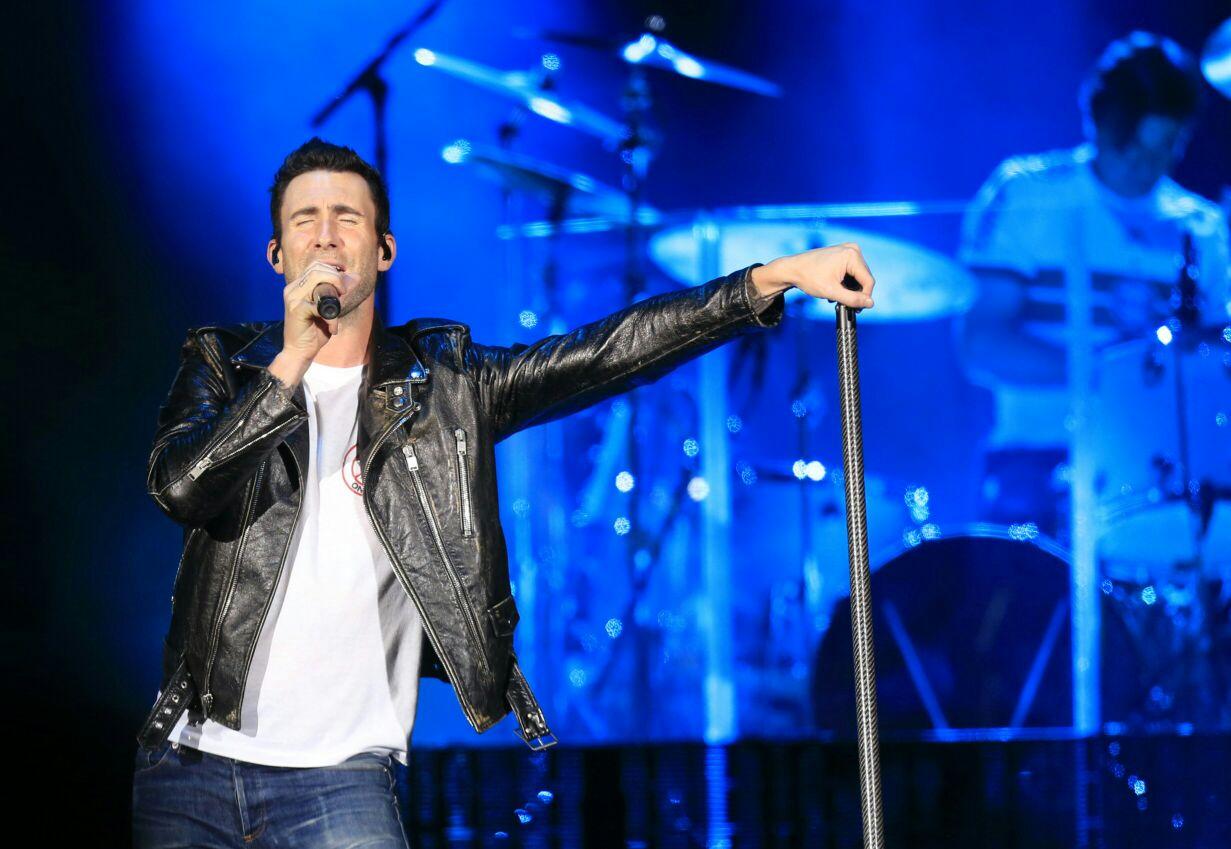 Maroon 5 faz 30 mil pessoas pularem no estádio Couto Pereira