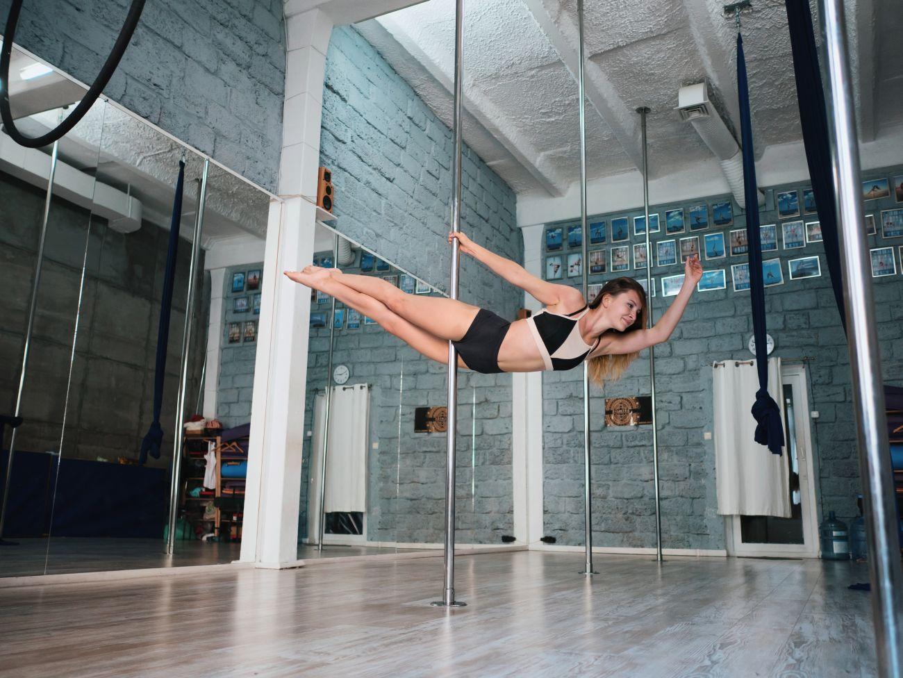 Festa de pole dance vai dar R$ 1 mil para melhor performance