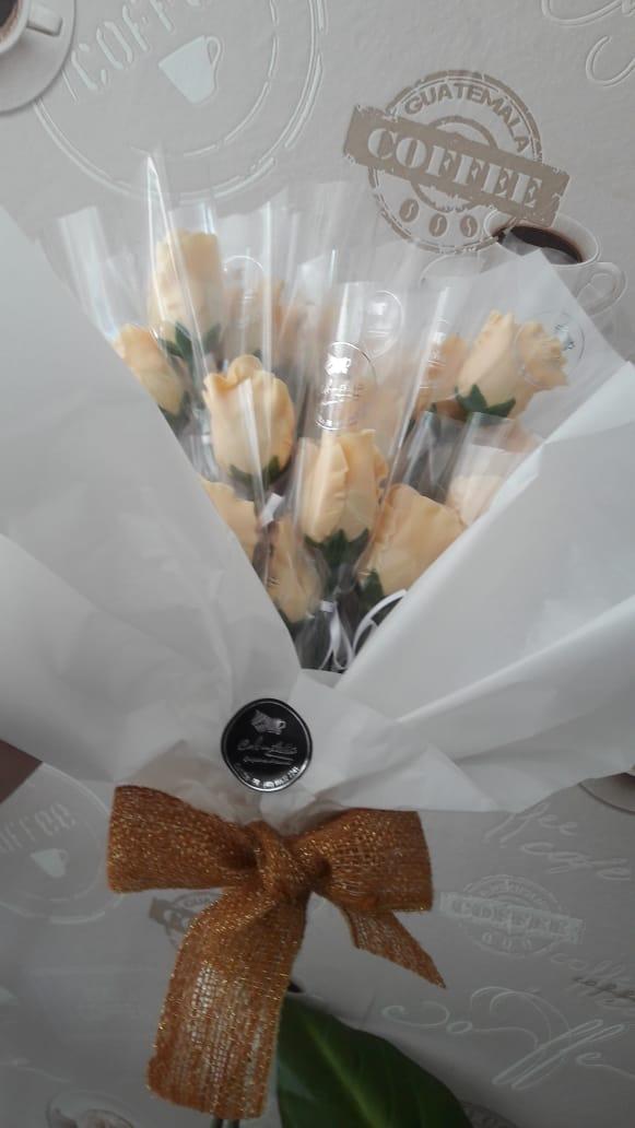 Dia dos namorados: Café com Arttes tem buquê de flores de chocolate e kits especiais