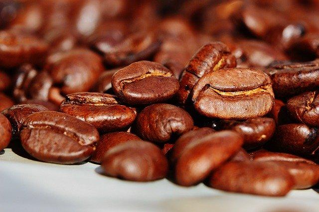 Ama café? Confira deliverys de produtos que levam a iguaria na composição