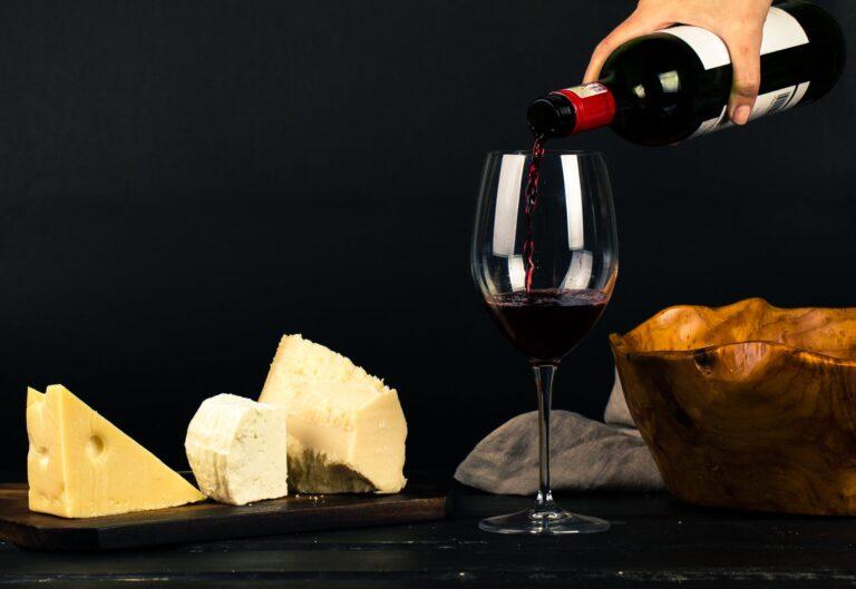 Empório Muf's entrega vinhos e queijos; aproveite o desconto e frete para assinantes do Clube