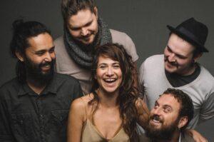 Ajude artistas locais: A Banda Mais Bonita da Cidade faz live da Ópera de Arame