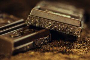 Lugares para comprar chocolate em barra sem sair de casa
