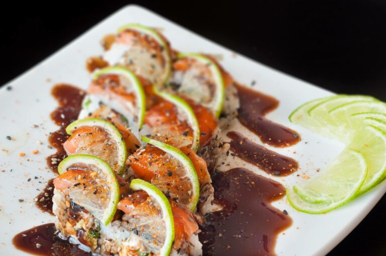 Orymaki Sushi House tem delivery de comida japonesa com desconto do Clube