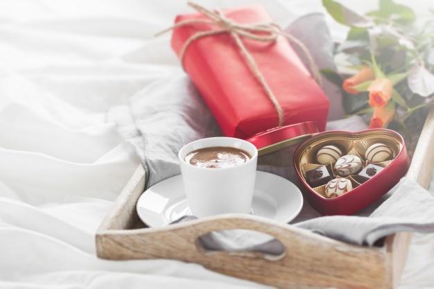 Kits e cestas de chocolate para declarar o amor em tempos de distanciamento