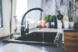 De bem com a casa: torneiras incríveis para mudar a sua cozinha