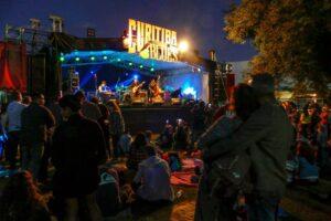 Curitiba recebe festival de blues no drive-in da Pedreira