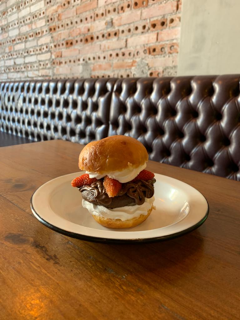Chelsea tem hambúrguer doce na massa de sonho