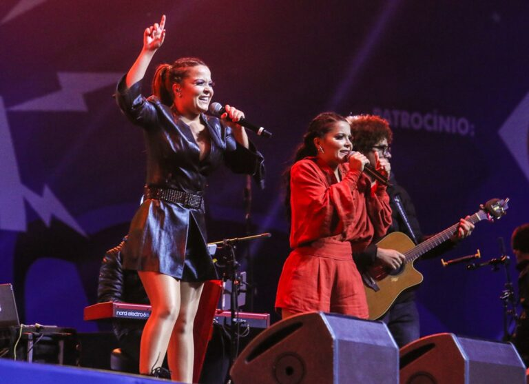Maiara & Maraísa se apresentam no Planeta Drive In em Pinhais