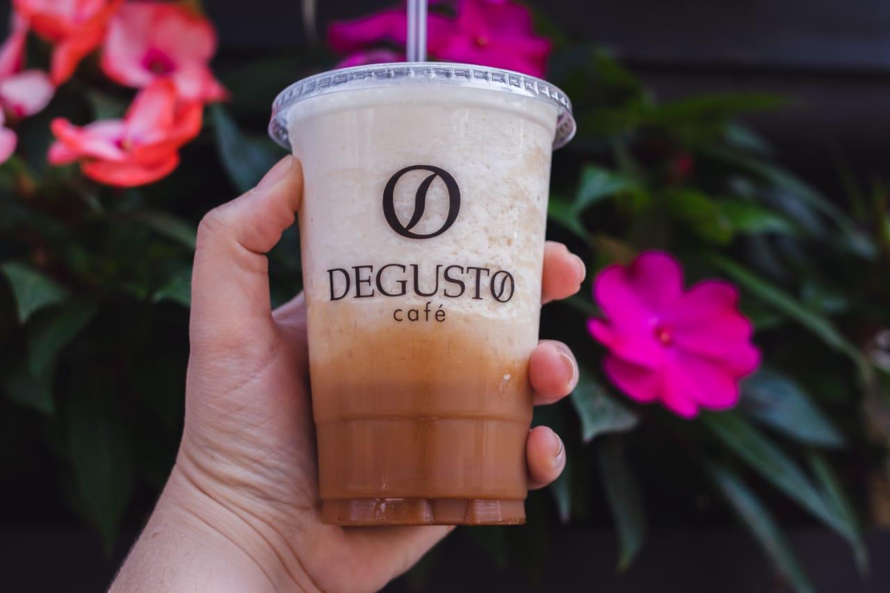 Verão chegou! Cafés gelados para provar com desconto do Clube