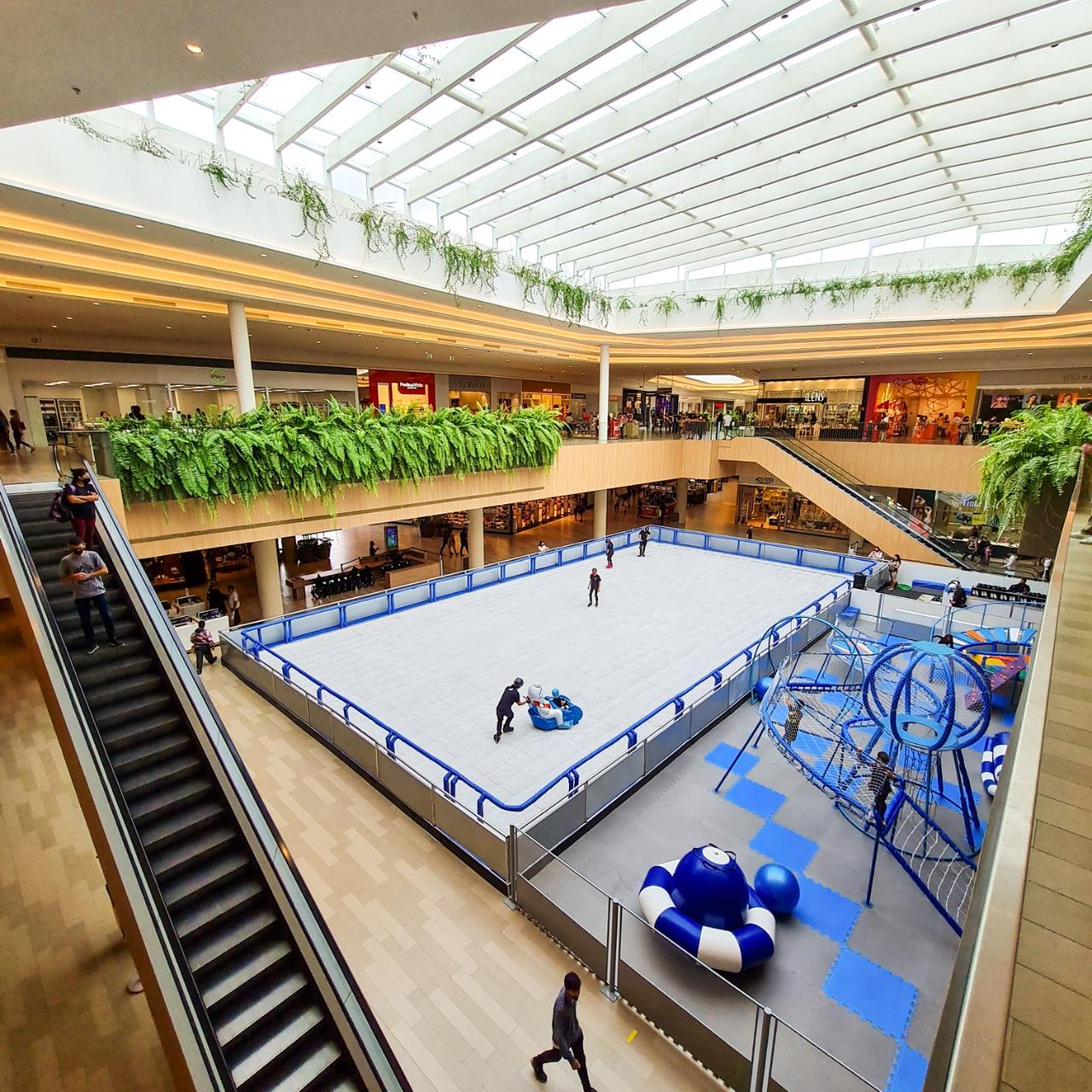 Jockey Plaza recebe maior pista de patinação no gelo de Curitiba