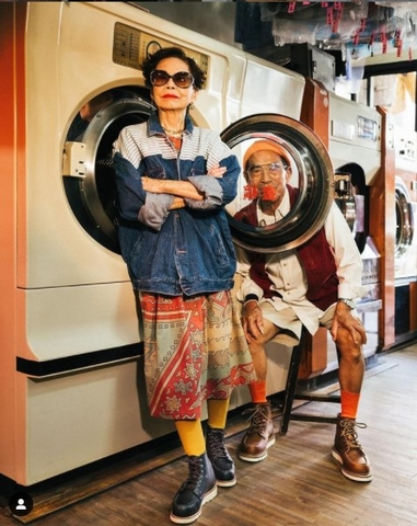 casal idoso lavanderia