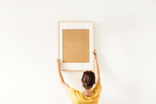 3 tendências para pendurar quadros na parede